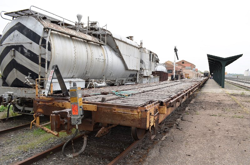 Union Pacific Big Boy 4014/Flat cars on back of entourage